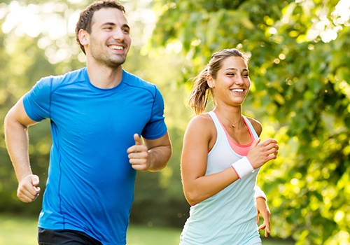 Man and woman running without  pain thanks to massage therapy